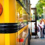 A încercat să deturneze un autobuz școlar. Însă copiii din el i-au pus atât de multe întrebări, încât a renunțat