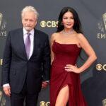 """Catherine Zeta-Jones vine în România. O va juca pe Morticia, într-un serial despre """"Familia Addams"""", filmat integral în țară"""
